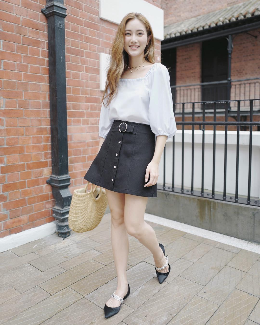 Chân váy ngắn vừa giúp che khuyết điểm chân to lại giúp bạn gái năng động hơn