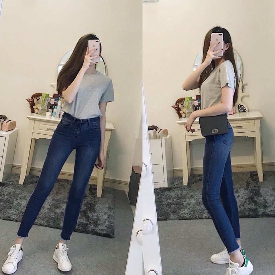 Quý cô có chiều cao khiêm tốn hãy phối quần jeans lưng cao với áo thun đơn giản, đi cùng đôi giày thể thao