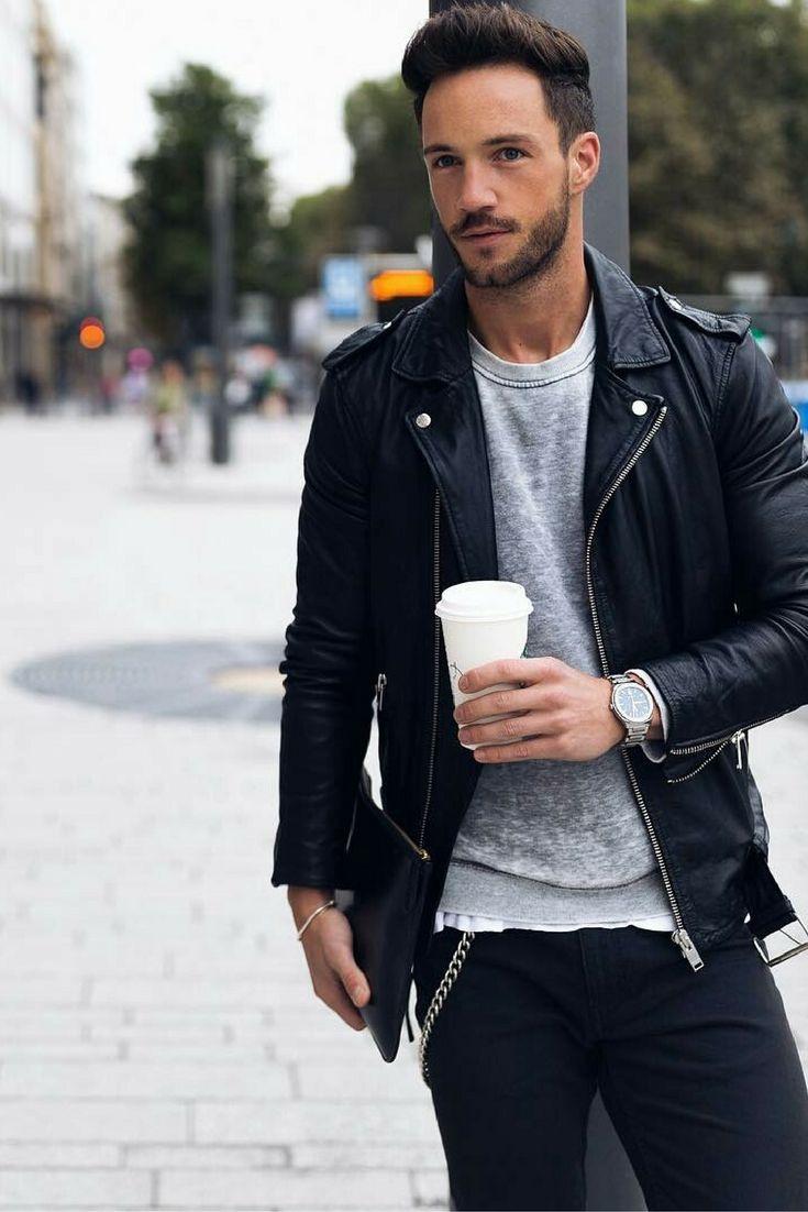 Kết hợp áo da với áo thun bên trong đơn giản nhưng lại rất phong cách