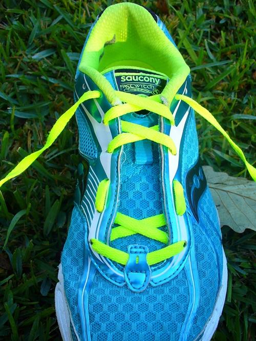 cách buộc dây giày thể thao nữ đẹp