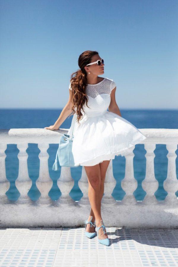 Mặc váy trắng đi giày màu gì
